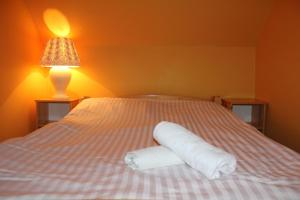 Łóżko lub łóżka w pokoju w obiekcie Zajazd Podlesie