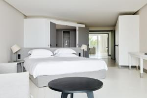 A bed or beds in a room at Hôtel Plage Palace & Spa
