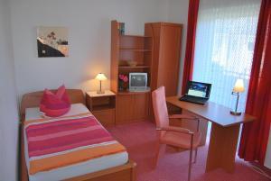 Ein Bett oder Betten in einem Zimmer der Unterkunft Pension Wortmann