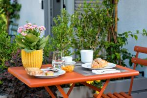 Breakfast options available to guests at Maison Di Fiore B&B
