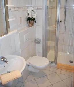 Ein Badezimmer in der Unterkunft Pension Wortmann