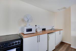 A kitchen or kitchenette at Regents Park Central Apartments