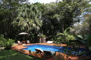 A view of the pool at Casa Natureza Brasil or nearby