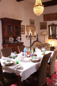 A restaurant or other place to eat at Chateau Rosans