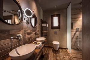 Een badkamer bij Balsamico Traditional Suites