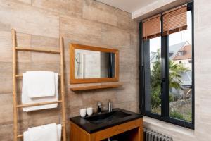A bathroom at Cap sur Honfleur B&B