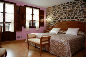 A bed or beds in a room at Posada Los Gallos