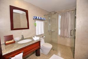 A bathroom at Novela Muine Resort & Spa