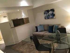 A seating area at Wyndel Apartments Sydney CBD - Bond