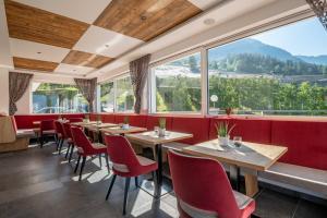 Ein Restaurant oder anderes Speiselokal in der Unterkunft Hotel Meinhardt