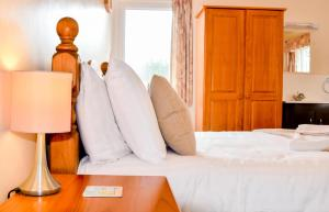 A bed or beds in a room at Braemar