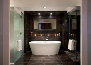 A bathroom at Rosewood Hotel Georgia