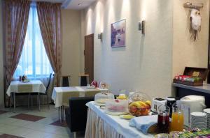Ресторан / где поесть в Отель 9 Сов