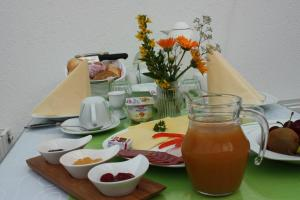 Breakfast options available to guests at Spreewald Pension Tannenwinkel