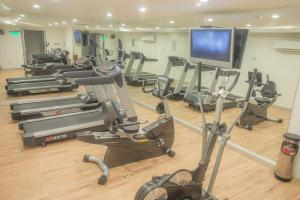 The fitness center and/or fitness facilities at Capital Plaza Hotel