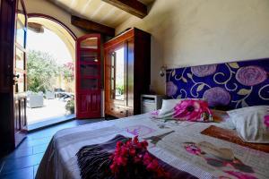 Ein Bett oder Betten in einem Zimmer der Unterkunft Charming B&B Dar Ta Zeppi