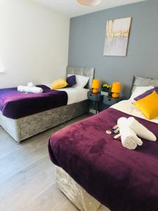 A bed or beds in a room at Longfield Serviced Apartment