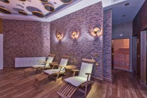 A restaurant or other place to eat at The Million Stone Hotel - Special Category