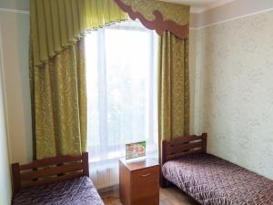 A bed or beds in a room at Guest House Pridneprovskiy