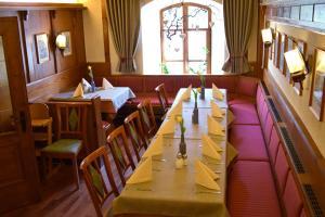 Ein Restaurant oder anderes Speiselokal in der Unterkunft Hotel Gasthof Zum Löwen