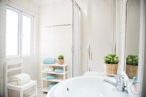A bathroom at Casa da Adega, Sobral