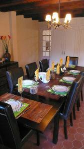Restaurant ou autre lieu de restauration dans l'établissement L'OURSERIE B&B
