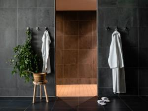A bathroom at Pullman Dresden Newa