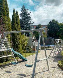 Plac zabaw dla dzieci w obiekcie Restauracja Noclegi Ruczaj Czesława Worwa