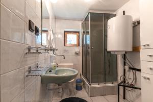 Koupelna v ubytování Chata tri Zruby pri Bešeňovej