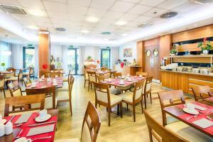 Reštaurácia alebo iné gastronomické zariadenie v ubytovaní ACHAT Hotel Budapest