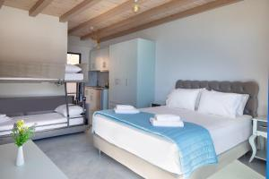 A bed or beds in a room at Molos Apartments