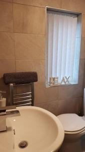 A bathroom at Townhouse @ Birches Head Road Stoke