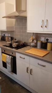 A kitchen or kitchenette at Townhouse @ Birches Head Road Stoke