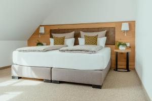 Ein Bett oder Betten in einem Zimmer der Unterkunft Kondrauer Hof