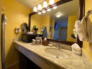 A bathroom at Monterey Bay Lodge