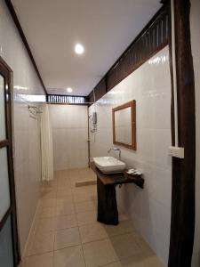 Un baño de Tadlo Lodge