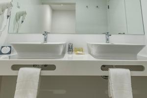 A bathroom at MH Atlantico