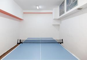 Table tennis facilities at Hotel Rusu or nearby