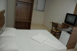 A bed or beds in a room at Rota Hotéis