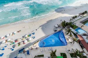 Vista de la piscina de Ocean Dream Cancun by GuruHotel o alrededores