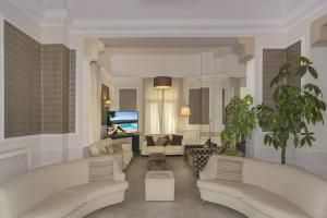 A seating area at Hotel La Pace