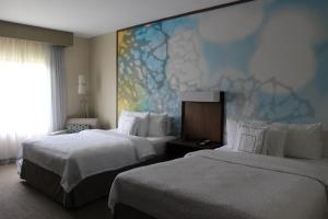 A bed or beds in a room at Courtyard by Marriott San Salvador