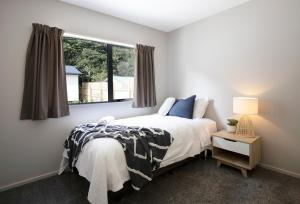A bed or beds in a room at Punakaiki Beachfront Motels
