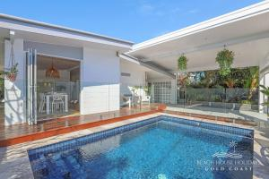 The swimming pool at or near Miami Beachside Beach House