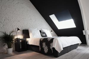 A bed or beds in a room at Maison Nationale City Flats & Suites