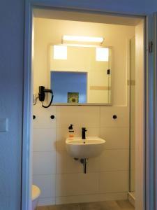 A bathroom at Pension Köthen