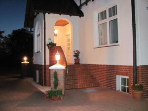 The facade or entrance of Zum Alten Ponyhof