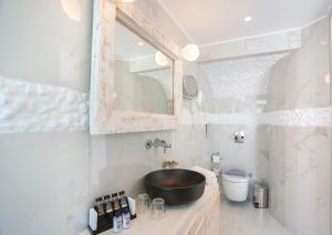 Ένα μπάνιο στο Rhodos Horizon Blu
