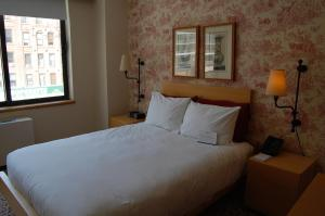 A bed or beds in a room at The Marmara Manhattan