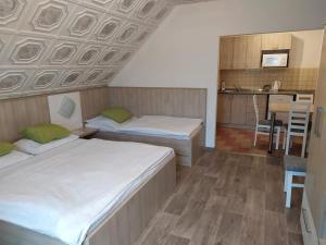 Postel nebo postele na pokoji v ubytování Apartmány Okoun